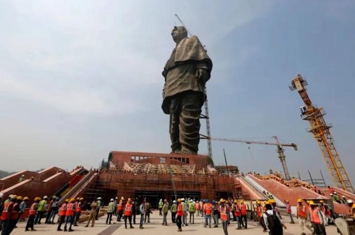 La más grande estatua del mundo está en La India y puede verse desde el espacio | EL FRENTE