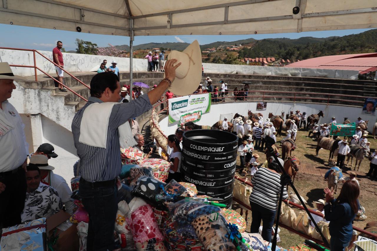 Kits agrícolas y ganaderos para los campesinos zapatocas durante el Festival del Arriero   EL FRENTE