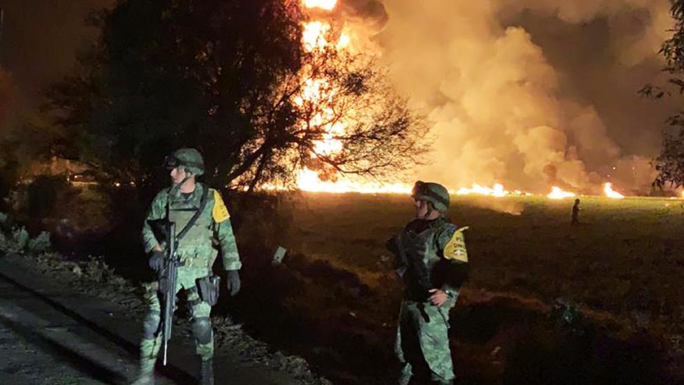 Al menos 66 muertos dejó explosión de un ducto de gasolina en México | EL FRENTE