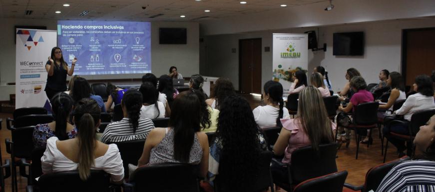 Realizan taller de emprendimiento  con 40 empresarias bumanguesas  | EL FRENTE