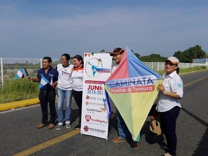 Caminata internacional llegó a la UPB Bucaramanga. Visita de la embajadora venezolana por la ternura   EL FRENTE
