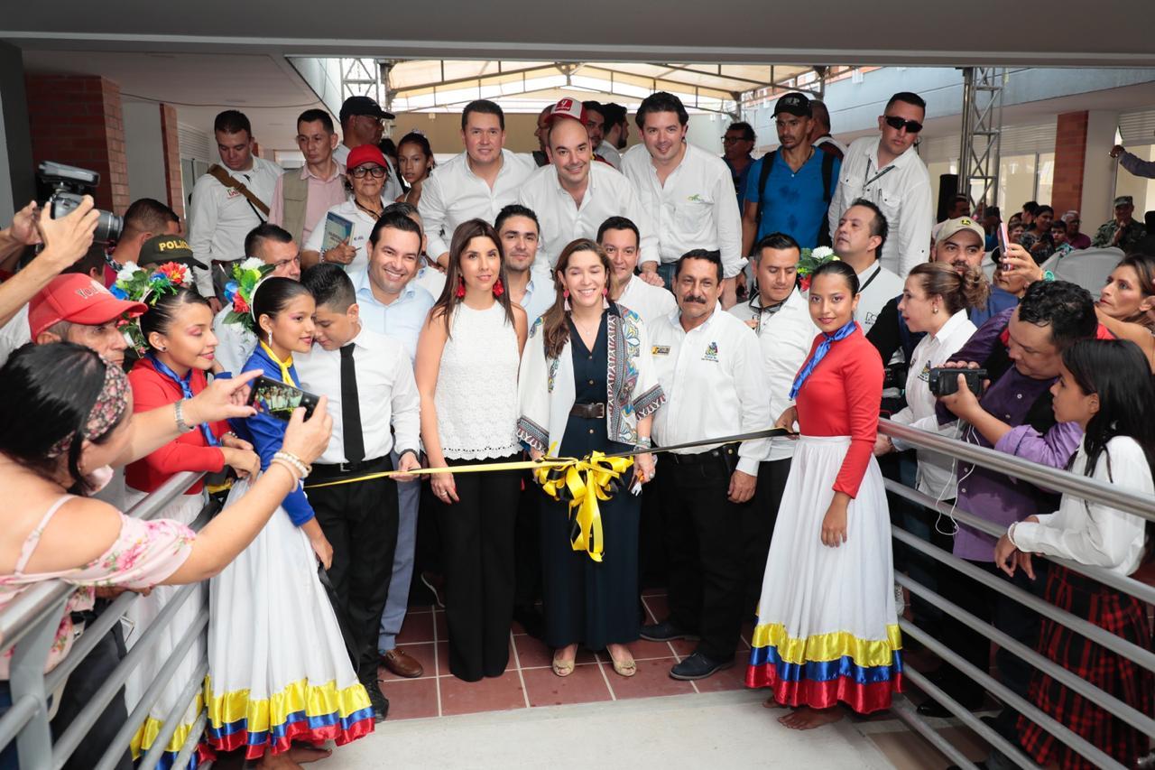 Estudiantes de Barrancabermeja estrenaron colegio | EL FRENTE