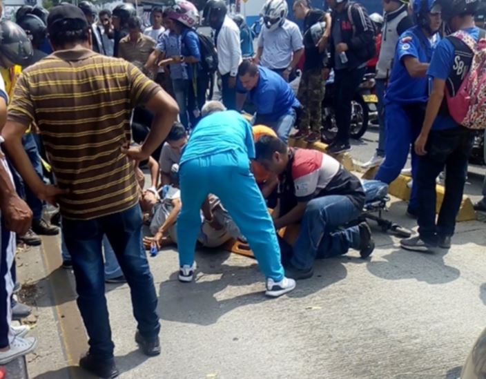 Anciano de 81 años fue arrollado por una moto en Bucaramanga   EL FRENTE