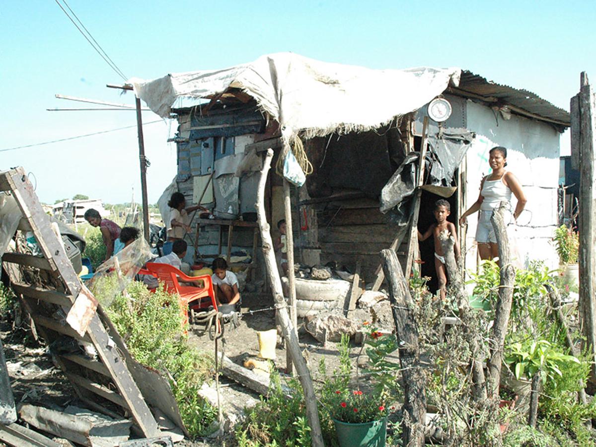 Plan de Desarrollo crea un piso mínimo de protección social. Nivel de pobreza se reduce en el país   EL FRENTE