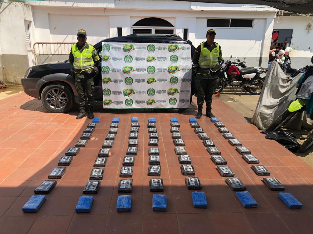 Detenidos hombres con 70 paquetes de cocaína  | EL FRENTE