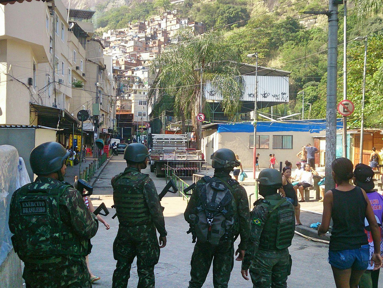 14 muertos por tiroteo en favela de Río de Janeiro | EL FRENTE