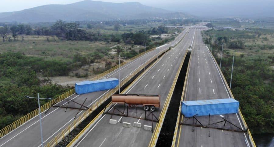 Venezolanos piden paso de la ayuda humanitaria    EL FRENTE