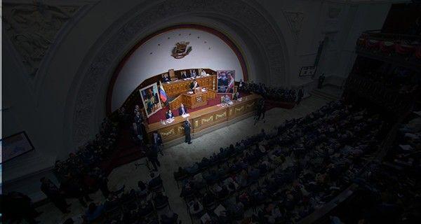 A Maduro se le fueron las luces  | EL FRENTE
