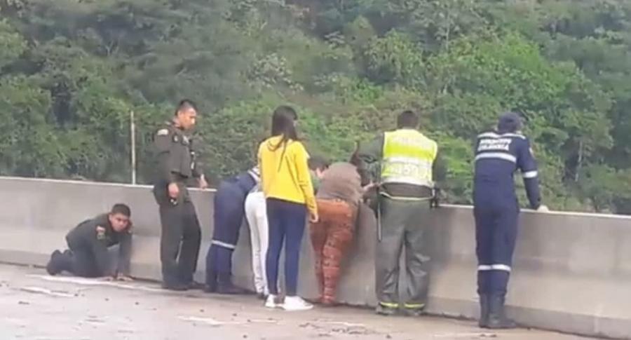 Anuncian medidas para el puente del suicidio | EL FRENTE