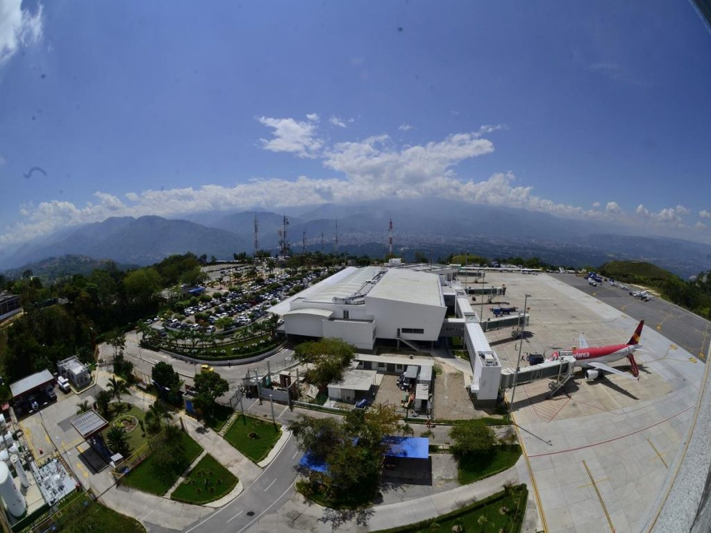 Aumentó el tráfico de pasajeros en el aeropuerto Palonegro | EL FRENTE
