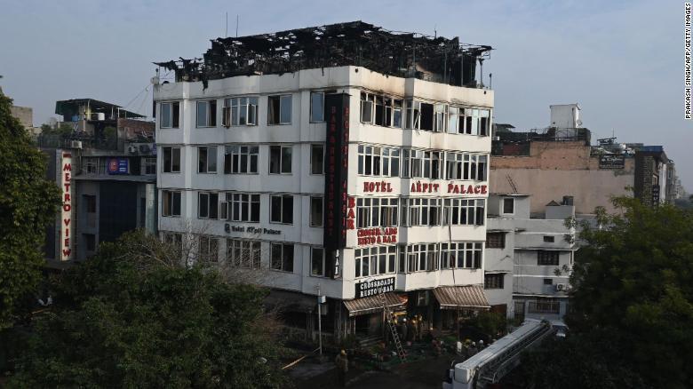 Incendio dejó 17 muertos en un hotel de la India | EL FRENTE