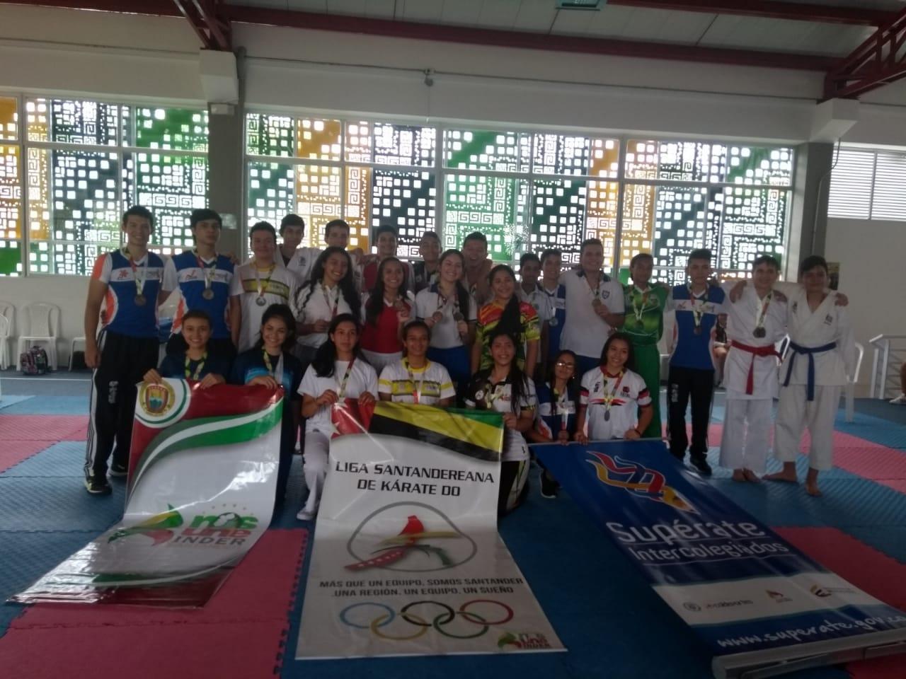 Indersantander fortalece las escuelas de formación deportiva   | Local | Deportes | EL FRENTE