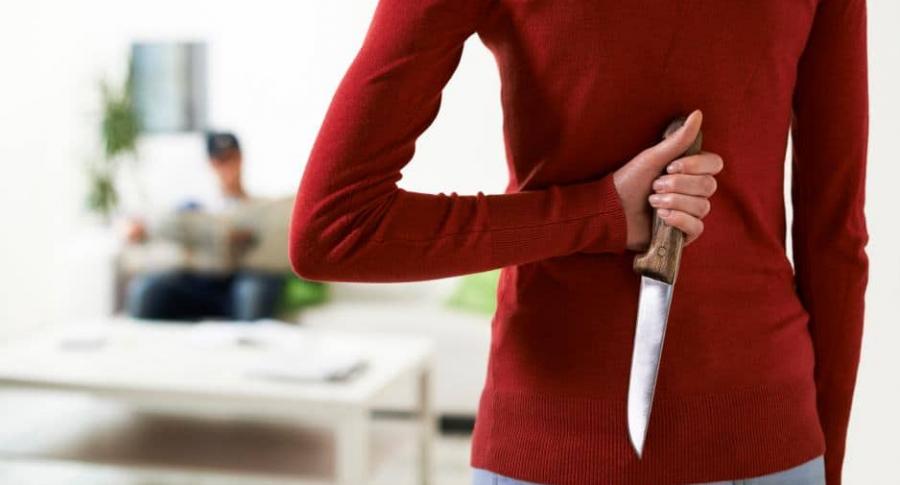 Mujer apuñaló a su pareja y luego lo llevó al hospital | EL FRENTE