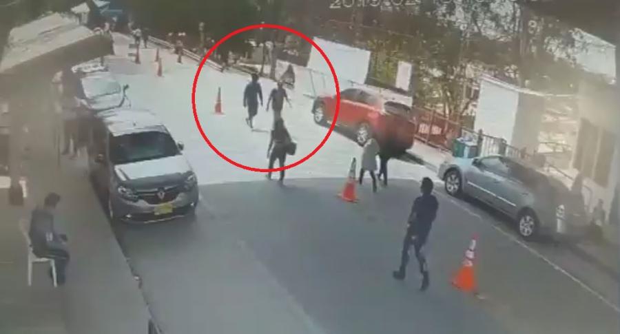 Cámaras de seguridad captaron a los asesinos de dos policías en Arauca | Colombia | EL FRENTE