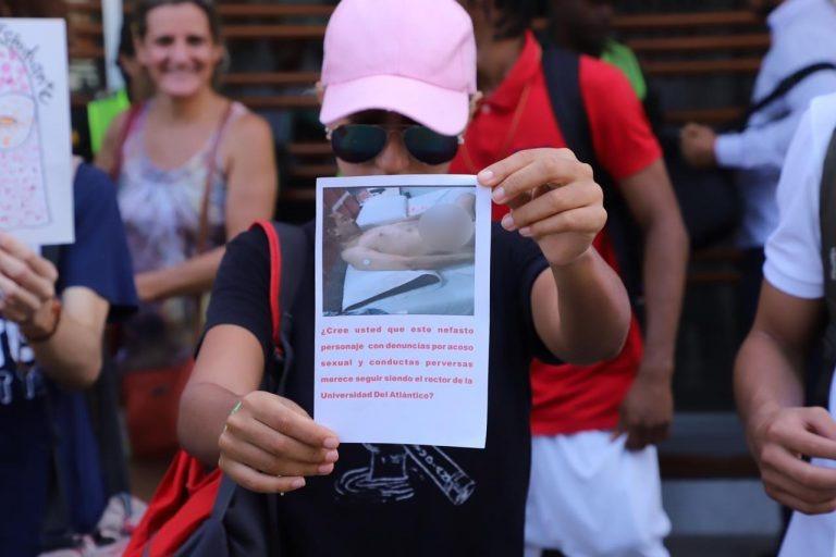 Con foto del rector desnudo universitarios protestan para que renuncie | EL FRENTE