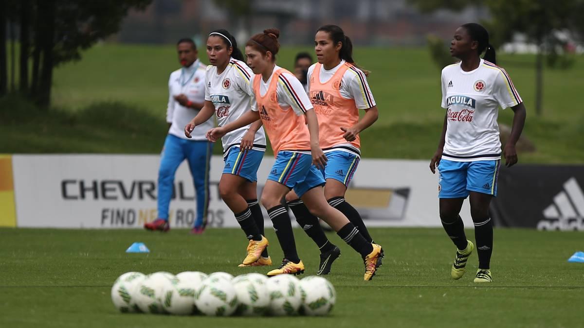 Jugadoras de fútbol femenino denuncian irregularidades y cobros ilegales | Deportes | EL FRENTE
