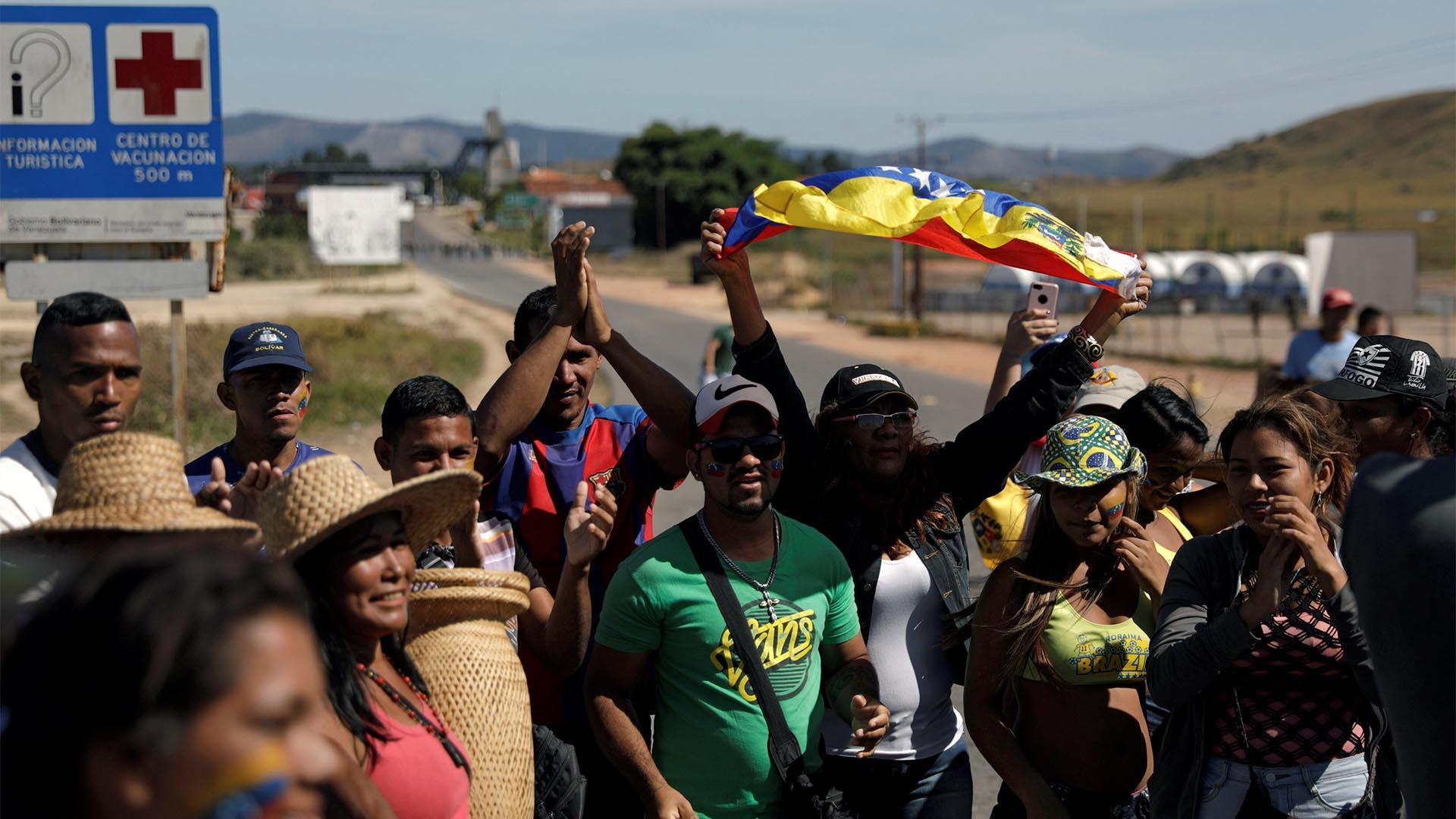 Migrantes venezolanos que participaron de la jornada del sábado se quejan de abandono    Nacional   Política   EL FRENTE