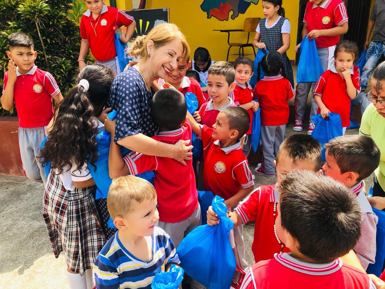 Entregados kits escolares en veredas de El Socorro, Santander  | EL FRENTE