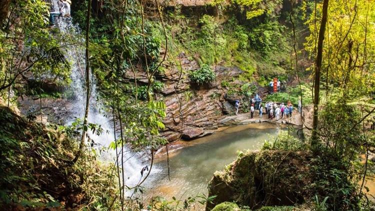 Paraísos Ocultos: Tour guiado por exguerilleros que mantuvieron secuestrada una maravilla natural   | EL FRENTE