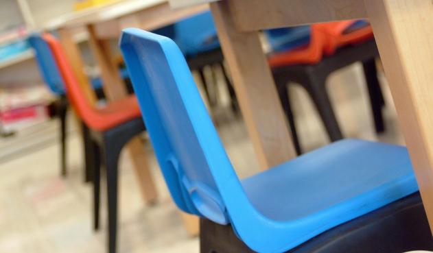 Un niño fue amarrado a la silla por su maestra en colegio de Bogotá | EL FRENTE
