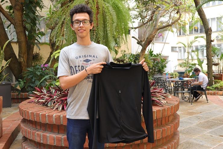 Ciencia real. Tomasino adaptó camisa que mide variables corporales  | EL FRENTE