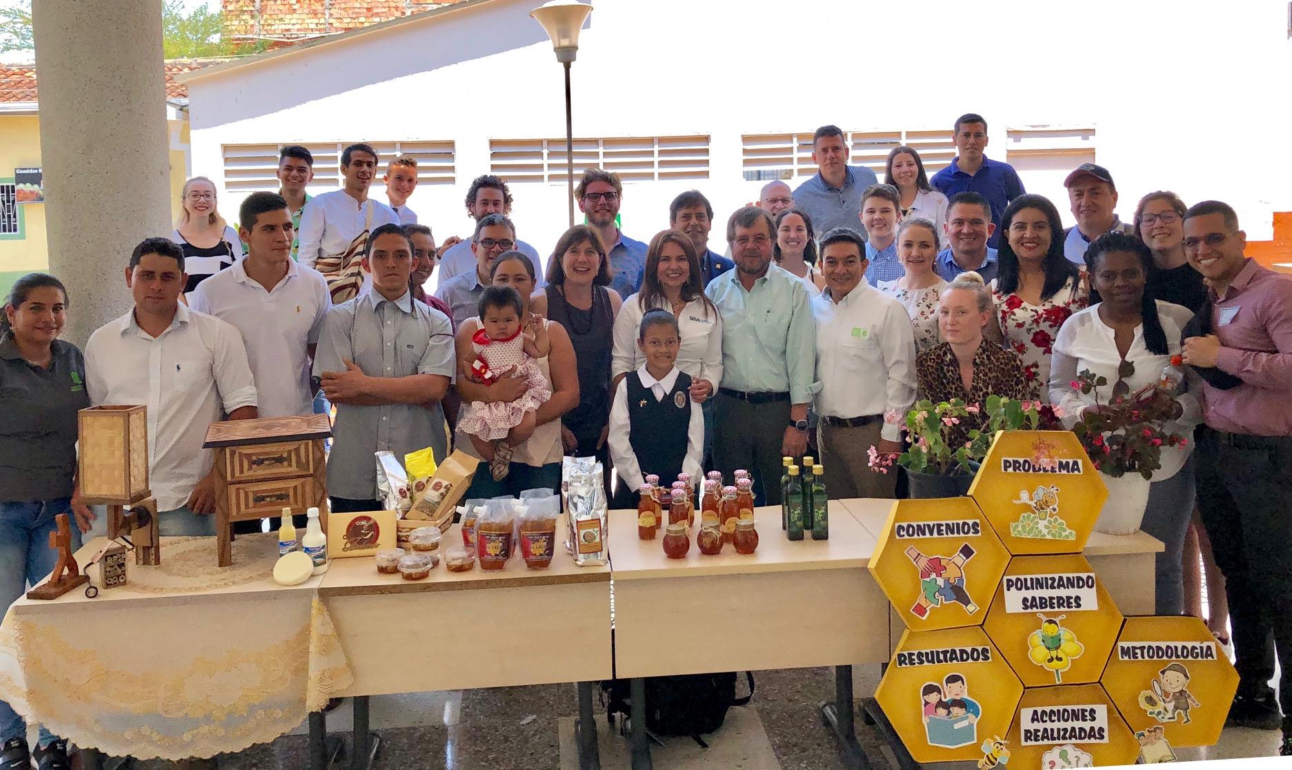 Implementado hace dos años en Socorro, Santander. Proyecto apícola beneficia a nueve municipios   Economía   EL FRENTE