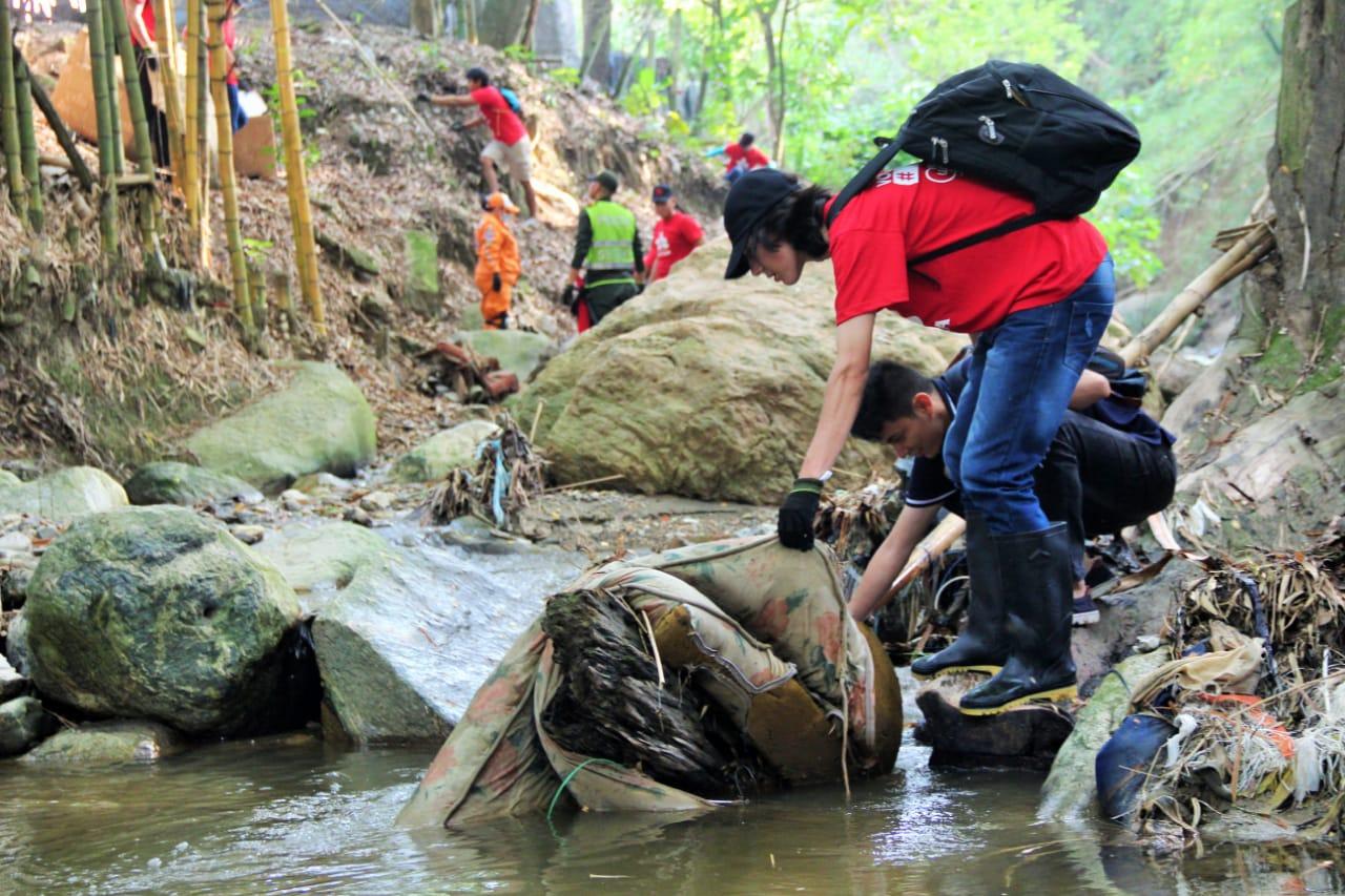 Quebrada Zapamanga vivió jornada de limpieza y embellecimiento  | Metro | EL FRENTE