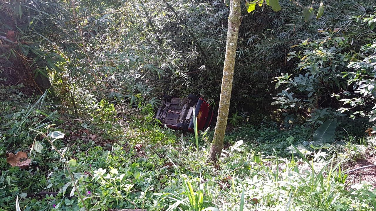 Borracho cayó al abismo en su carro con dos personas en Piedecuesta  | EL FRENTE