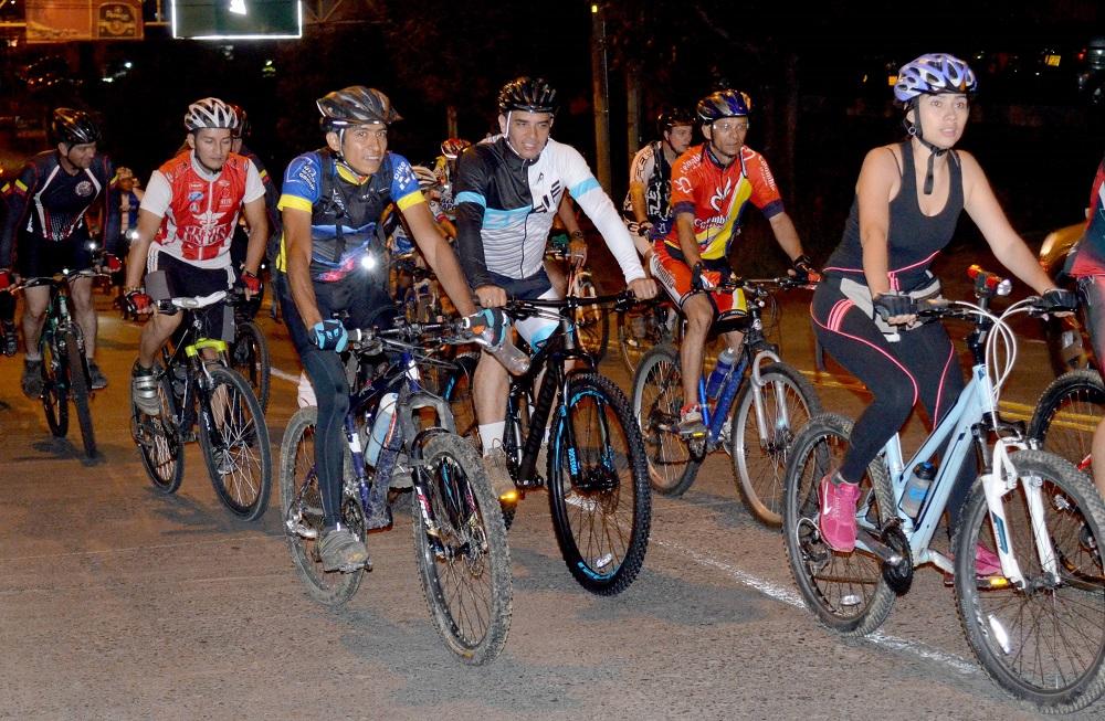 Inderbu cumplió ciclopaseo urbano nocturno | EL FRENTE