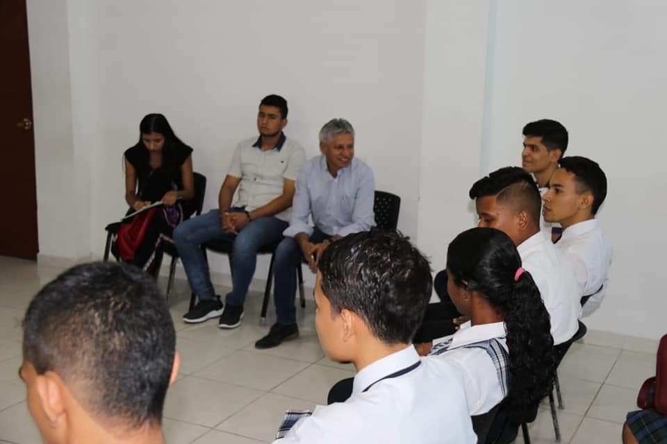 Secretario de Educación con los estudiantes personeros. Socializados programas y proyectos para 2019   EL FRENTE
