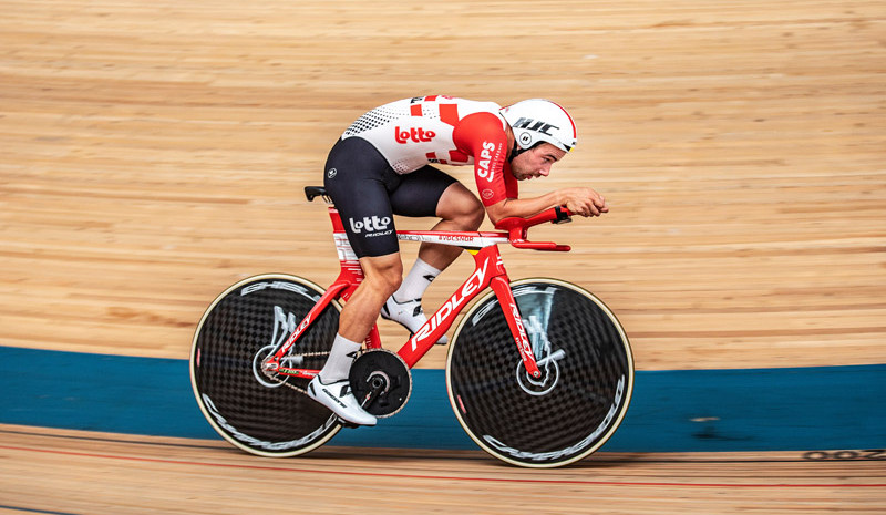 Victor Campenaerts es nuevo récord de la hora  | EL FRENTE