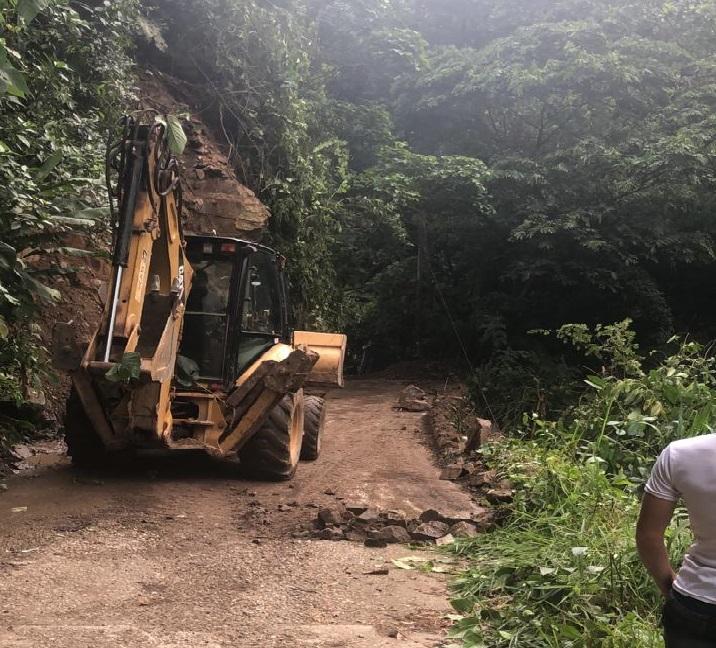 Habilitada vía luego de remover deslizamientos en el Corregimiento Uno de Bucaramanga | EL FRENTE