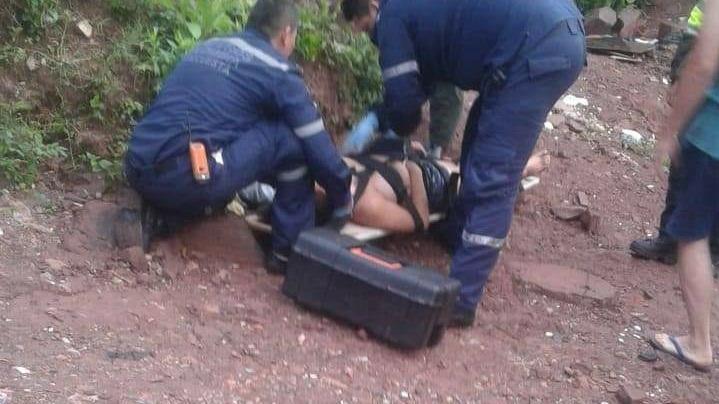 Mujer en estado grave al lanzarse de un tercer piso  | Justicia | EL FRENTE