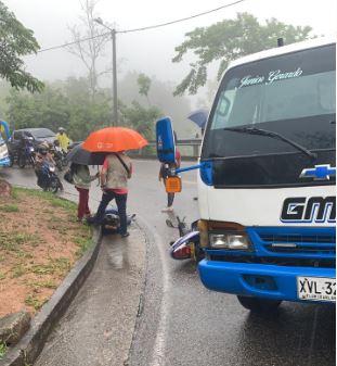 Accidente de tránsito entre un camión y una motocicleta en Floridablanca | Justicia | EL FRENTE