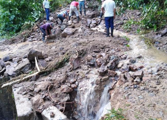 Crecimiento de ríos y qebradas y deslizamientos tierra tienen en alerta naranja a Santander  | EL FRENTE