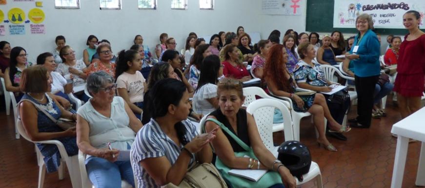 60 mujeres se capacitan para liderar comunidades en sus barrios | EL FRENTE