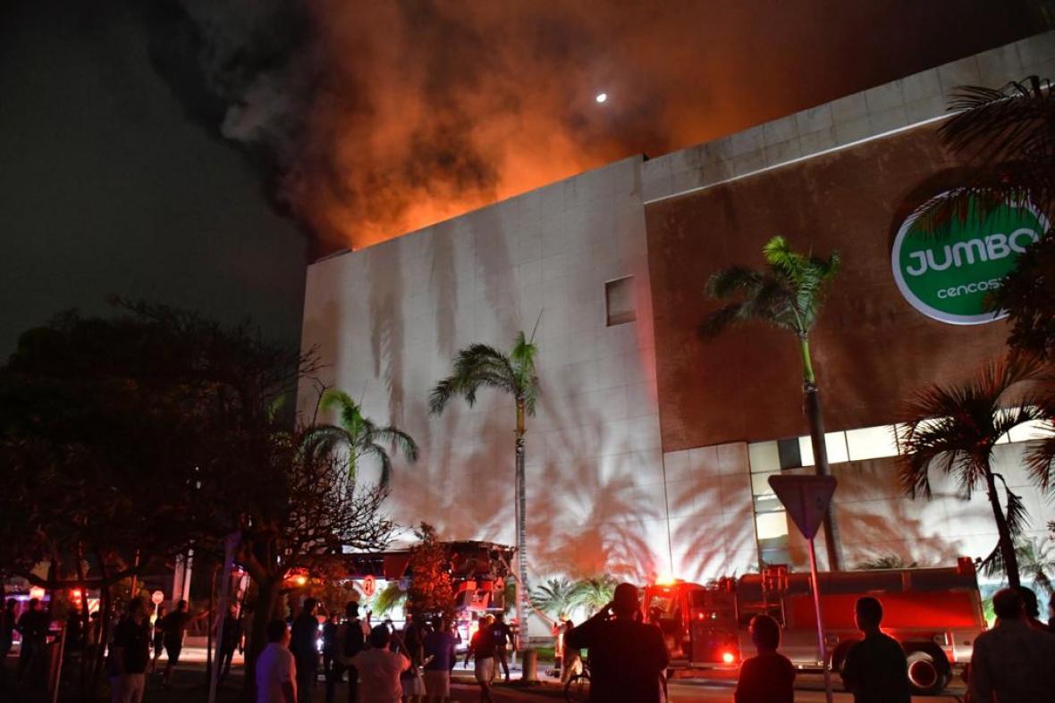 Video. Voraz incendio en centro comercial de Barranquilla   EL FRENTE