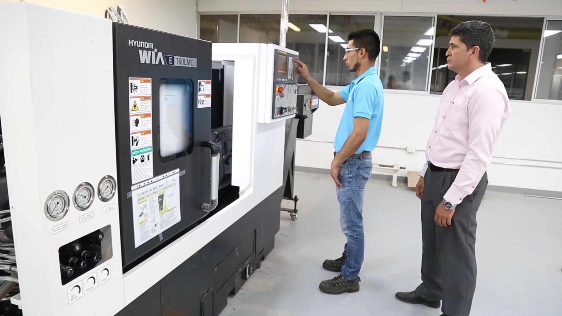 Modernización en las UTS. Laboratorio de ingeniería cuenta con Torno CNC  | EL FRENTE