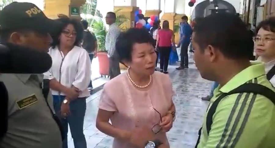 Roban el bolso de la esposa del embajador de Corea en un evento en Cartagena   Nacional   Colombia   EL FRENTE
