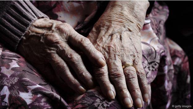 Disputa entre abuelas de 102 y 93 años de edad dejó una muerta y otra capturada | EL FRENTE