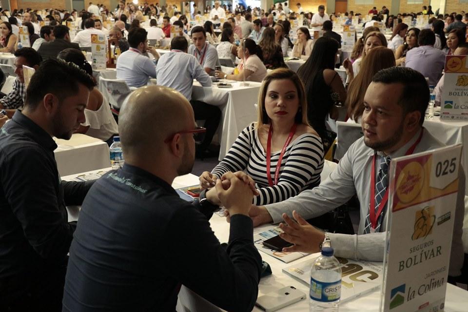 """Espacios de relacionamiento comercial. Santoto estuvo en """"Santander compra Santander""""   EL FRENTE"""