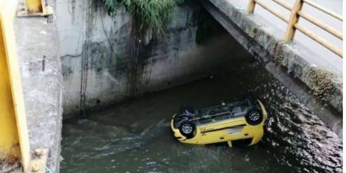 Taxista cayó a una quebrada tras ser atracado | EL FRENTE