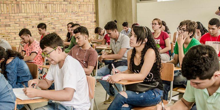 Becas educativas. Programa que avanza firme con la Administración municipal de Barrancabermeja | Municipios | Santander | EL FRENTE