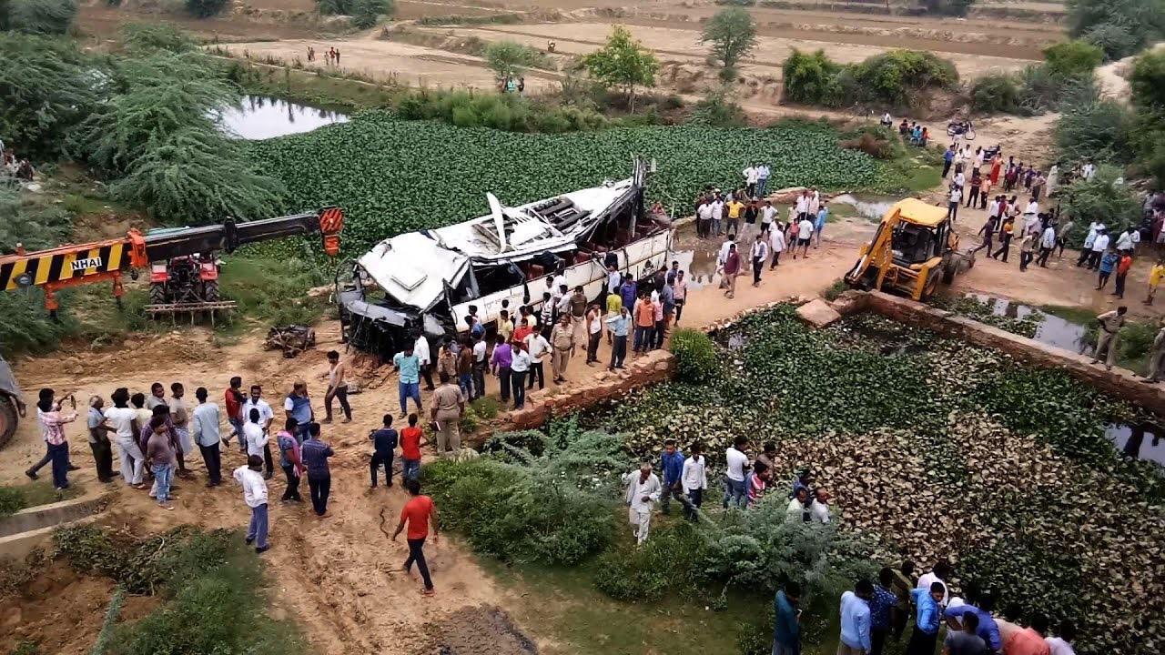 Autobús con 50 personas a bordo dirección Nueva Delhi se accidentó dejando al menos 29 muertos | EL FRENTE