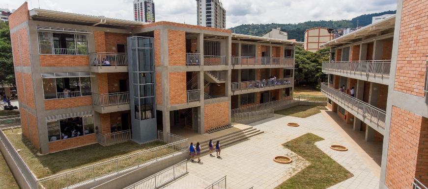Estudiantes de la Normal están dichosos con la nueva sede   EL FRENTE