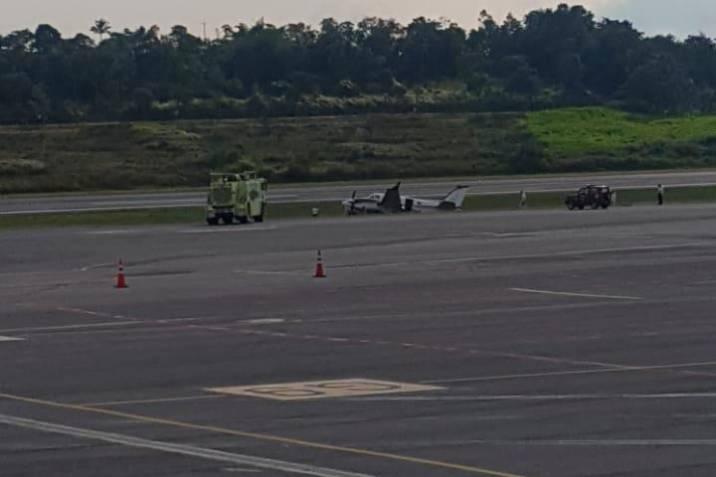 Cerrado Aeropuerto de Bucaramanga por avioneta que se salió de la pista   EL FRENTE