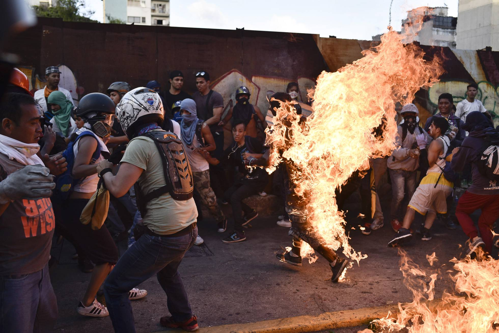 Detienen a venezolano que quemó vivo a un joven   EL FRENTE