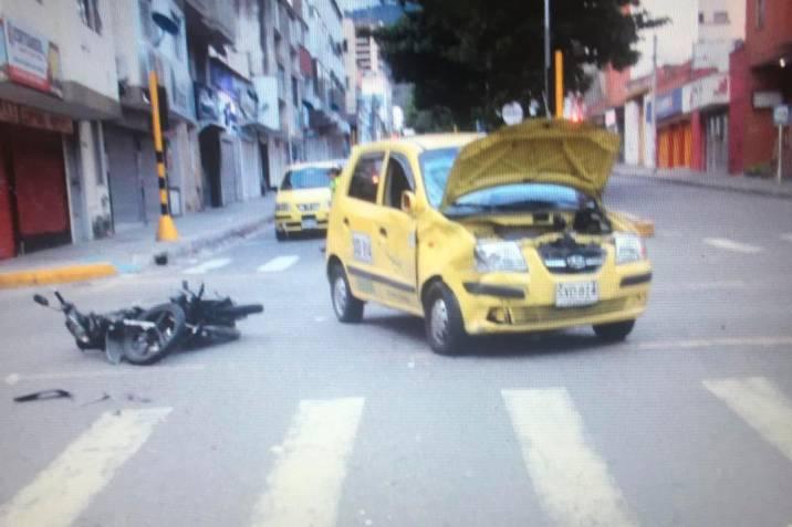 Murió motociclista al omitir semáforo en rojo en Bucaramanga | EL FRENTE