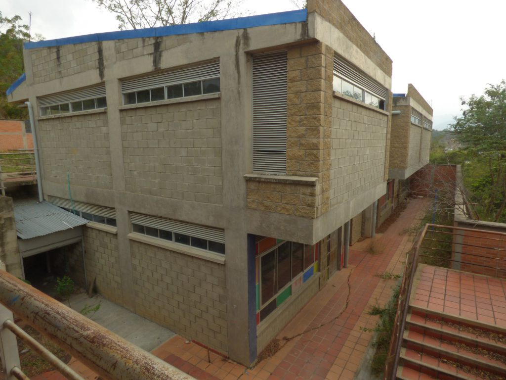 Colegio Villas de San Ignacio en el olvido | EL FRENTE