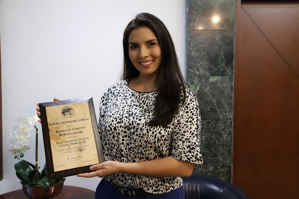 Galardón para la CCB. Women Economic Forum entregó placa a la entidad | EL FRENTE